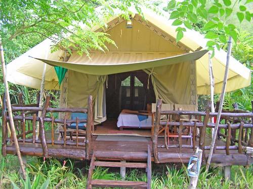 Komfortabel eingerichtete Zelte im Tented Camp