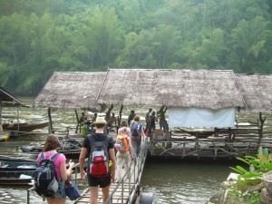 river-kwai-pier-to-rafthouse