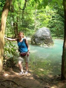 Die blauen Pools der Erawan Wasserfälle bei Kanchanaburi