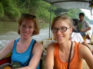Anreise mit dem Boot zu Ihrer Unterkunft auf dem River Kwai