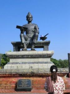sukhothai-historical-park-koenig-statue