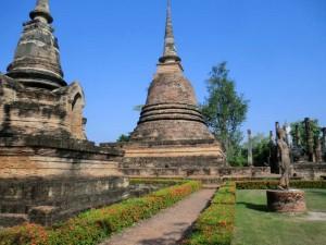 Pagoden im Historischen Park in Sukhothai
