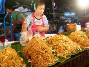 In 3 Wochen Thailand können Sie viele köstliche Gerichte aus Garküchen probieren