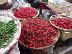 Chilischoten auf einem Markt