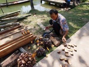 Einheimischer in Klong Noi bei der Arbeit