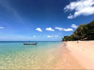 Am Ende von 3 Wochen Thailand genießen Sie das kristallklare Meer auf Koh Lanta