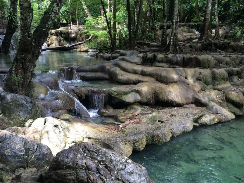 Eine Ebene der Erawan Wasserfälle