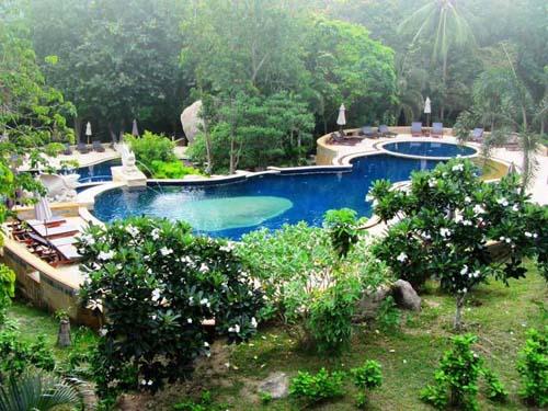 Pool-Landschaft im Hotel auf Koh Tao