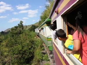 Blick aus dem Zug auf die Umgebung des River Kwai