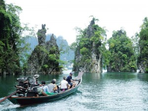 Karstfelsen im Racha Praba Stausee im Khao Sok Nationalpark