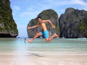 Die Maya Bay bei Koh Phi Phi ist ein bekannter Strand in Thailand