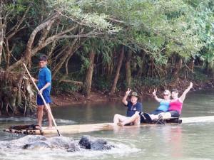 Fahrt auf einem Bambusfloß