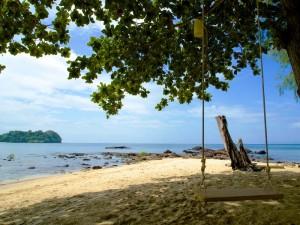 Schaukel am Strand von Koh Jum