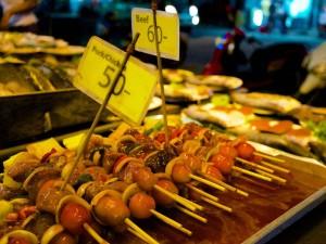 Das Essen von Garküchen in Thailand ist besonders lecker