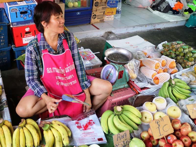 Ein Obststand auf einem lokalen Markt