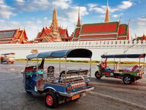 Das Tuk Tuk ist ein klassisches Transportmittel, auch in der Hauptstadt von Thailand