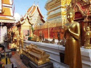 Goldene Buddhas auf dem Doi Suthep bei Chiang Mai