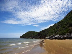 Viel entspannter als in Hua Hin: Strand in Pranburi