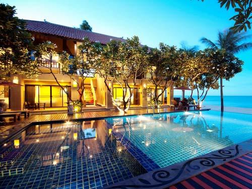 Der Pool des Hotels in Pranburi