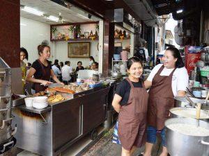 Essen können Sie fast überall in Thailand