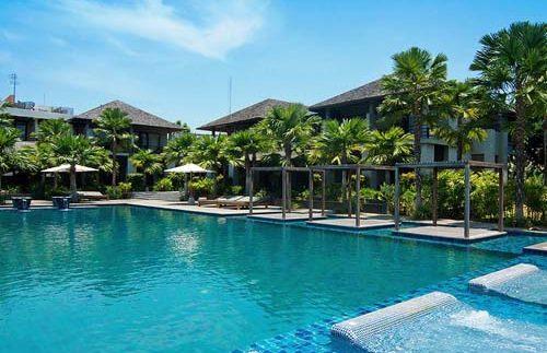 Einladender Pool im Hotel in Phitsanulok