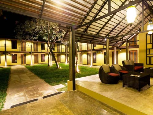 Lobby im komfortablen Hotel in Kanchanaburi