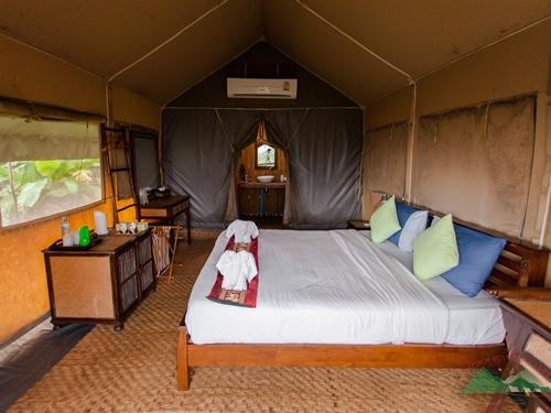 Gemütlich eingerichtete Safari-Zelte