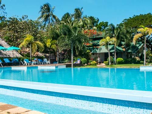 Pool mit Blick auf den Strand