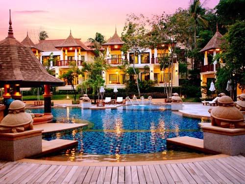 Einladender Pool im Hotel auf Koh Lanta