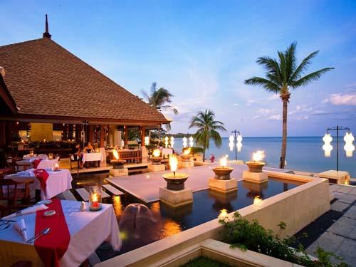 Restaurant mit Ausblick aufs Meer