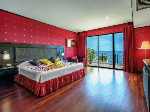 Geräumiges Zimmer im stilvollen Hotel auf Koh Tao