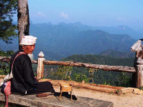 Traumhafter Ausblick auf die bergige Landschaft