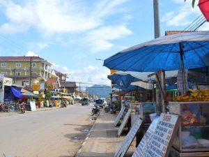 Garküchen auf der Straße von Vang Vieng