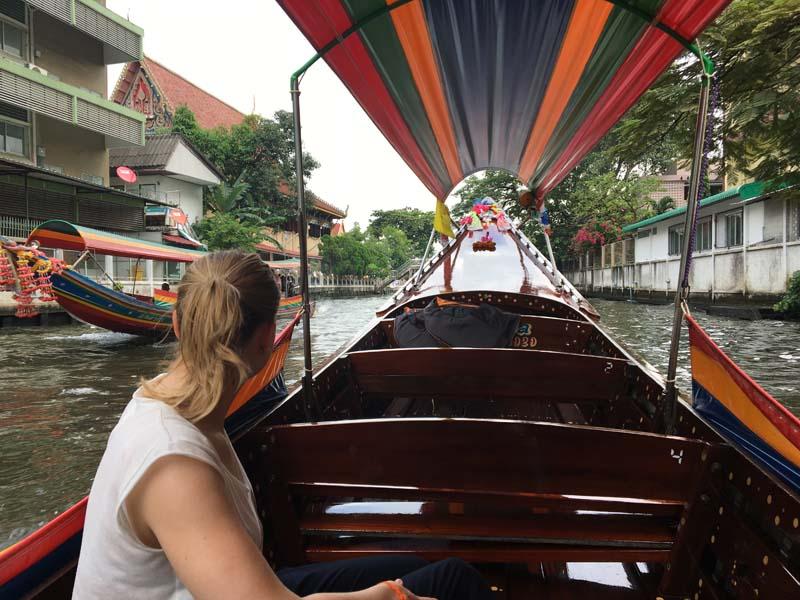 Mit dem Longtailboot durch die Klongs