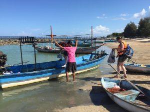 Fischerboot auf der Robinson Insel Koh Kye
