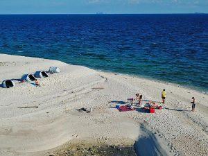 Weißer Strand auf der Robinson Insel Koh Kye