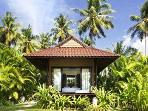 Idyllischer Bungalow in tropischem Garten auf Koh Kood