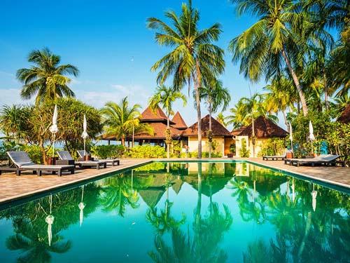 Hotelpool auf Koh Mook