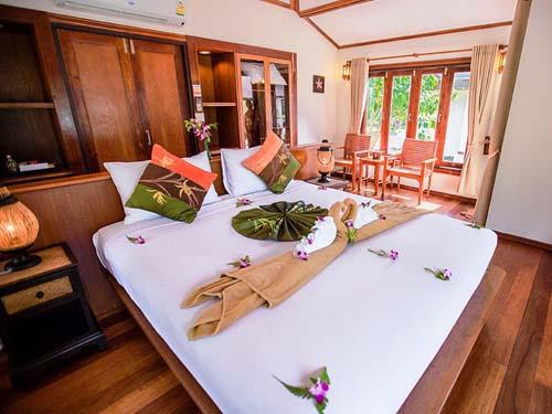 Elegant eingerichtetes Zimmer