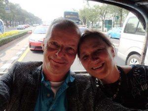 Tuk Tuk Fahrt durch das quirlige Bangkok