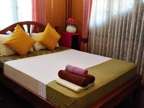 Einfaches aber bequemes Zimmer in Ayutthaya