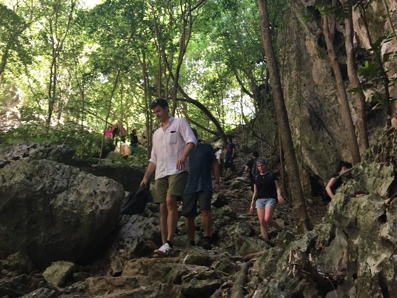 Der Aufstieg zur Phraya Nakhon Höhle