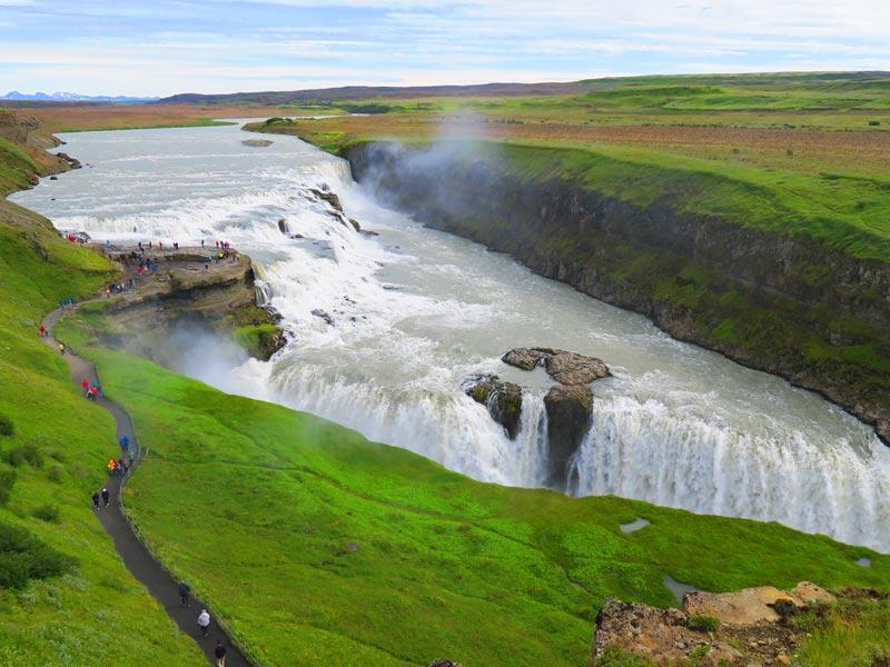 Warum nach Island reisen? Gullfoss Wasserfall im Sommer