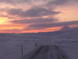 Strasse in Schneelandschaft