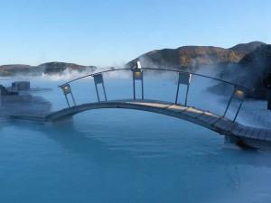 Warmes Bad in der Blauen Lagune