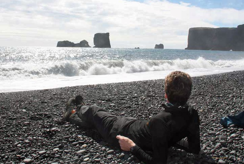 Warum nach Island reisen? Entspannen am Strand