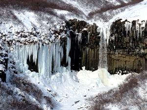 Eingefrorene Wasserfälle im Winter