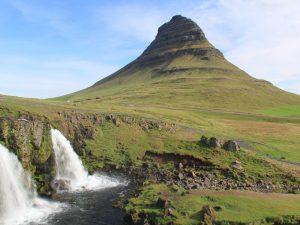 Island Rundreise Auto island-snaefellsnes-kirkjufell-mit-wasserfal