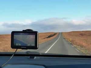 Fahrt mit Mietwagen und Navi