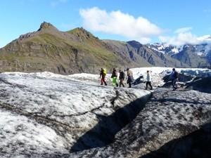 Mit Steigeisen über den Gletscher